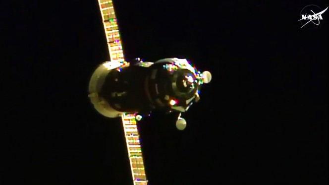 La navetta cargo Progress 60 a pochi minuti dall'aggancio con la ISS. Crediti: NASA TV