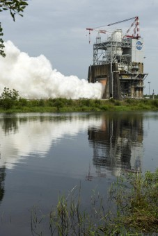 L'ultimo test di RS-25, il blocco motore che monterà lo Space Launch System NASA. Crediti: John C. Stennis Space Center.