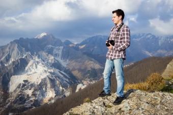 Matteo Dunchi, pronto a scattare. Monte Brugiana, Massa.
