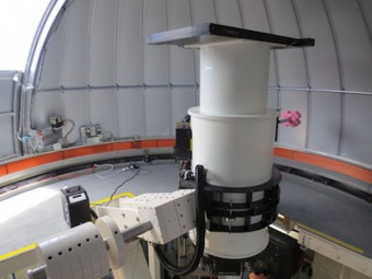 Il telescopio Asteroid Terrestrial-impact Last Alert System, o ATLAS 1, è appena stato completato sulla cima del vulcano Haleakala alle Hawaii. ATLAS è una delle due soluzioni a firma NASA per la ricerca di asteroidi potenzialmente pericolosi. Crediti: Asteroid Terrestrial-impact Last Alert System Team.