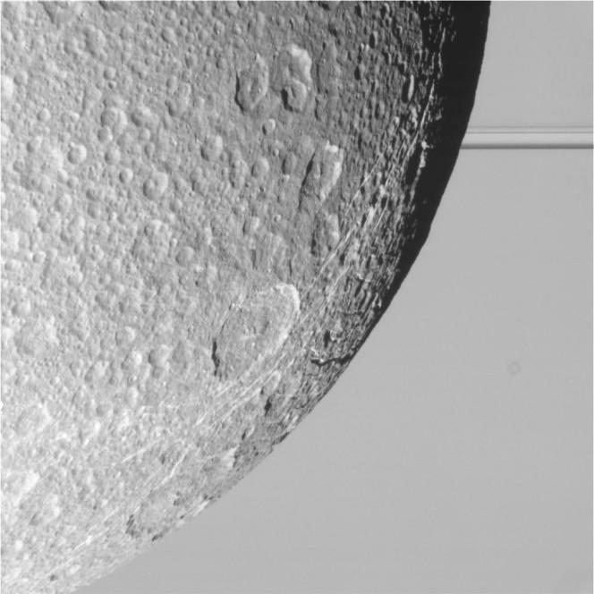 Questa immagine è stata scattata dalla camera a bordo della sonda Cassini durante il flyby del 17 agosto 2015 ed è arrivata a Terra il 18 agosto. L'immagine non è ancora stata calibrata né validata. Crediti: NASA/JPL-Caltech/Space Science Institute