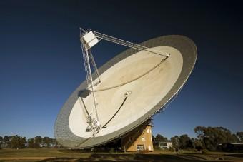 Il radiotelescopio CSIRO a Parkes in Australia. Credidi: David McClenaghan/CSIRO