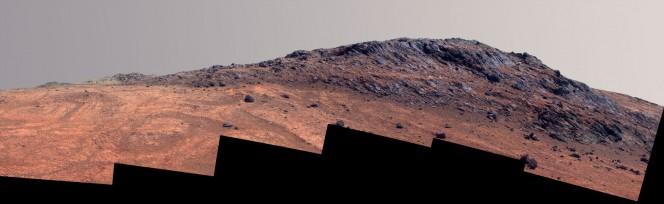 """Questa vista a colori intensificati di """"Hinner Point"""" su Marte riunisce sei fotogrammi ripresi dalla fotocamera panoramica Pancam a bordo del Mars Exploration Rover Opportunity della NASA il 14 agosto 2015, durante il giorno marziano, o """"sol"""", numero 4108 dall'arrivo del rover su Marte. Crediti: NASA/JPL-Caltech/Cornell Univ./Arizona State Univ."""