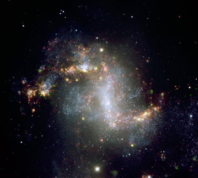 Questa immagine, scattata con il Very Large Telescope dell'ESO, mostra la regione centrale della galassia NGC1313 che ospita la sorgente di raggi X ultraluminosa NCG1313X-1