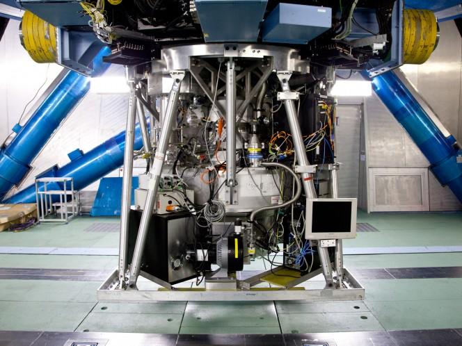 Il Multi-Object Infrared Camera and Spectrograph (MOIRCS) montato sul telescopio Subaru. Crediti: Subaru Telescope, National Astronomical Observatory of Japan (NAOJ)