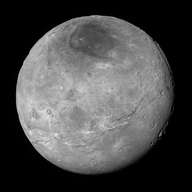 Caronte ripresa, sempre il 14 luglio 2015, da New Horizons a una distanza di 470.000 km. Crediti: NASA/Johns Hopkins Univ./SwRI