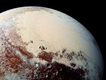 Fotografia della superficie di Plutone presa con lo strumento LORRI di New Horizons da una distanza di 80mila km. Fonte: Science.