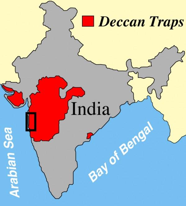 """L'altopiano del Deccan, un """"plateau basaltico"""", cioè un altipiano di origine vulcanica, che copra gran parte dell'India (in rosso). Crediti: Paul Renne, Berkeley Geochronology Center"""