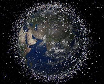 Illustrazione della Terra circondata dai detriti spaziali. Crediti: NASA