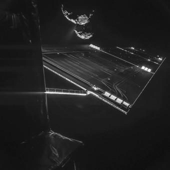 Selfie scattato dal lander Philae a una distanza di 16 chilometri dalla cometa 67P/Churyumov-Gerasimenko il 7 ottobre 2014. Crediti: ESA/Rosetta/Philae/CIVA