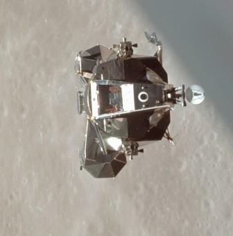 """Lo stadio di ascesa del modulo lunare """"Snoopy"""" della missione Apollo 10 visto dal modulo di comando nel maggio 1969. Crediti: NASA"""