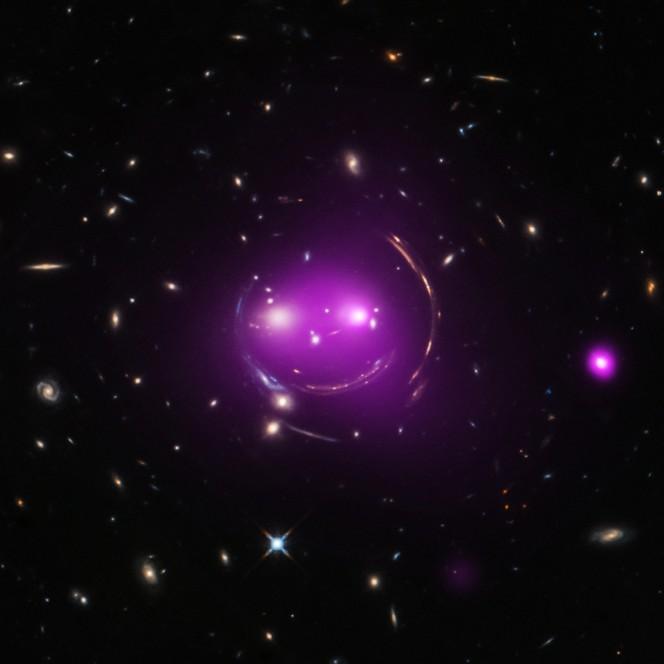 """Una sovrapposizione di immagini raccolte nella banda ottica e ai raggi X del gruppo di galassie chiamato """"Cheshire Cat"""". Raggi X: NASA/CXC/UA/J.Irwin et al; Ottico: NASA/STScI"""
