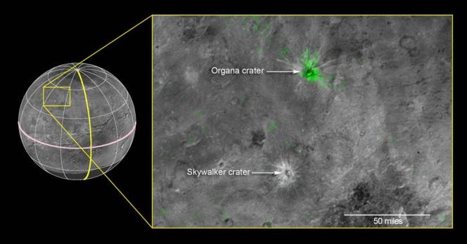 Questa immagine composita è basato sulle osservazioni dallo strumento New Horizons Ralph / LEISA fatta alle 10:25 UT (06:25 EDT) il 14 luglio 2015, quando New Horizons era di 50.000 miglia (81.000 chilometri) da Caronte. La risoluzione spaziale è di 3 miglia (5 chilometri) per pixel. I dati sono stati Leisa downlink 01-4 ottobre 2015, e trasformati in una mappa di banda di assorbimento 2,2 micron ammoniaca-ghiaccio di Caronte. Long Range Reconnaissance Imager (LORRI) immagini pancromatiche utilizzate come sfondo in questo composto sono state scattate circa 08:33 UT (04:33 EDT) 14 luglio ad una risoluzione di 0.6 miglia (0,9 chilometri) per pixel e downlink ottobre 5- 6. La mappa assorbimento ammoniaca LEISA viene visualizzato in verde nell'immagine LORRI su. La regione interessata dal riquadro giallo è di 174 miglia attraverso (280 chilometri). Credits: NASA / JHUAPL / SWRI
