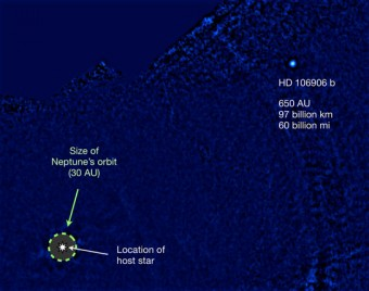Immagine relativa alla scoperta del pianeta HD 106906b. L'immagine è stata ottenuta nell'infrarosso ed è stata poi elaborata per rimuovere la luce dalla stella ospite. Crediti: Vanessa Bailey