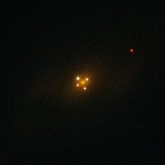Il quasar Q2237-0305, anche noto come 'Croce di Einstein' ripreso dal telescopio spaziale Hubble. Crediti: ESA/Hubble & NASA
