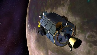 Rappresentazione artistica della sonda spaziale Lunar Atmosphere and Dust Environment Explorer in orbita attorno alla Luna. Crediti: NASA Ames/Dana Berry