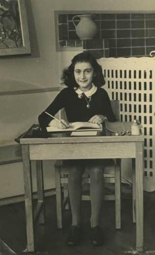 Anne Frank a scuola, nel 1940. Fonte: Wikimedia Commons