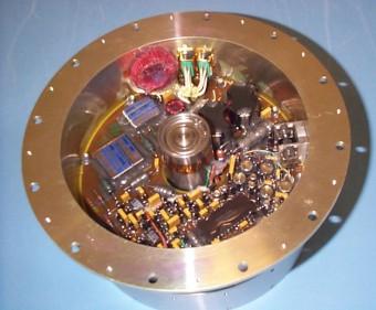 Il contenitore che ospita la flywheel di Philae. Crediti: SSTL