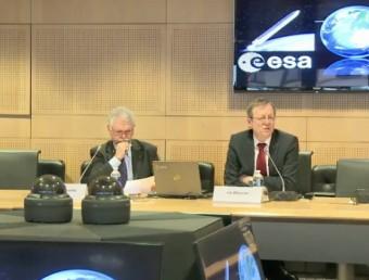 Johann-Dietrich Wörner (sulla destra) durante l'incontro con la stampa. Crediti: ESA