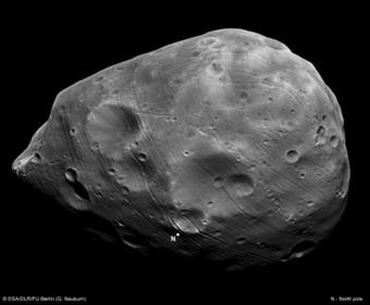 Phobos osservato da HRSC durante l'orbita 7926 di Mars Express nel 2010. Crediti: ESA/DLR/FU Berlin (G. Neukum)