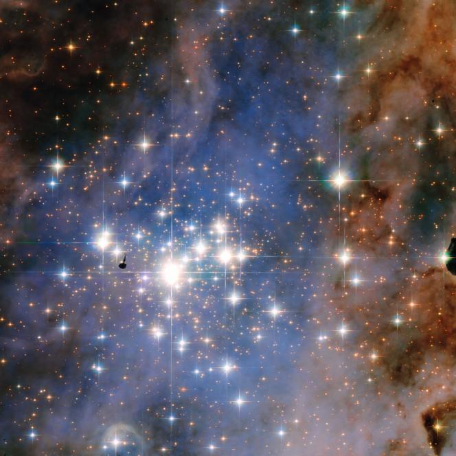 L'immagine dell'ammasso stellare Trumpler 14 è stata scattata dal telescopio spaziale Hubble. L'ammasso è uno dei più grandi e giovani della Via Lattea e ospita alcune delle stelle più luminose di tutta la nostra galassia. Crediti: NASA/ESA, Jesús Maíz Apellániz (Instituto de Astrofisica de Andalucia)