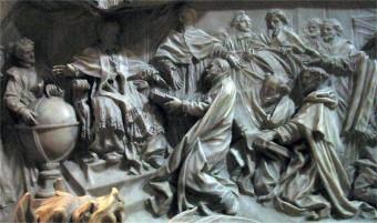 Nel bassorilievo del mausoleo della Basilica Vaticana in Roma, dedicato a Gregorio XIII, la presentazione al Pontefice del nuovo calendario. Fonte: wikimedia