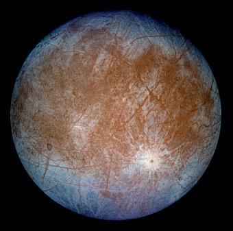 Europa ripresa dalla sonda Galileo nel 1996. Crediti: NASA/JPL/DLR