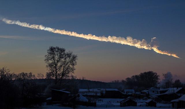 L'asteroide di Chelyabinsk ha sorvolato gli Urali nella prima mattina del 15 febbraio 2013. Crediti: Alex Eliashevsky.