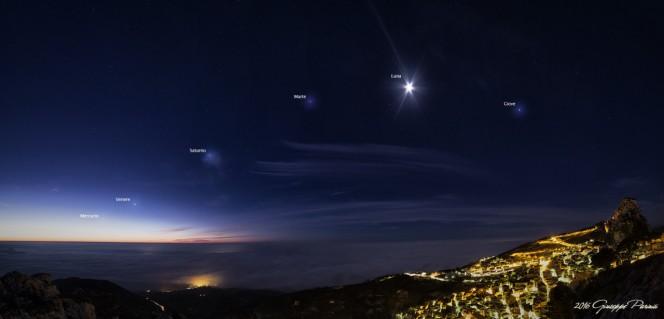 Panoramica di 4 scatti, eseguiti con Canon EOS 5D Mark III + Samyang 14mm, relativa all'Allineamento del 30 Gennaio 2016 e ripreso dal Monte Gogàla a Caltabellotta (AG). Di Giuseppe Parinisi