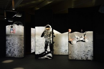 """Uno scatto del percorso espositivo di """"Balle di scienza"""", quello dedicato all'allunaggio."""