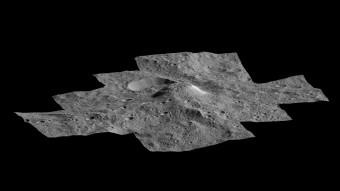 Questa prospettiva, che fornisce un punto di vista laterale sulla misteriosa montagna Ahuna Mons di Cerere, è stata ottenuta grazie alle immagini raccolte dalla sonda Dawn della NASA durante la sua mappatura su orbita bassa (a 385 km dalla superficie), iniziata a dicembre 2015. Crediti: NASA/JPL-Caltech/UCLA/MPS/DLR/IDA