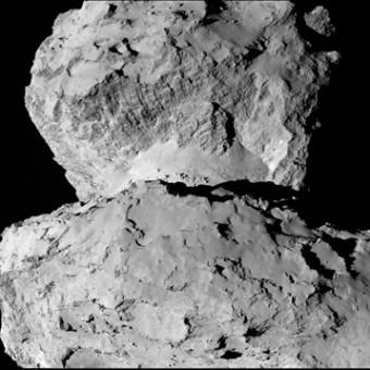 Il nucleo della cometa 67P osservato dalla sonda Rosetta. Crediti: ESA