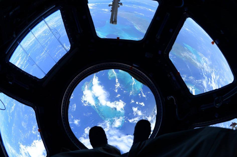 Un classico della ISS: lo scatto dalla Cupola, qui a 400 km sopra le Bahamas. Crediti: Scott Kelly/NASA