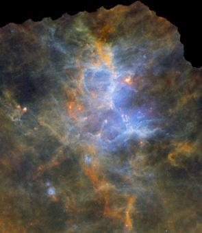 La nebulosa M16, anche nota come nebulosa Aquila, ripresa nell'infrarosso dal telescopio spaziale Herschel. Crediti: ESA/Herschel/PACS, SPIRE/Hi-GAL Project, G. Li Causi INAF-IAPS