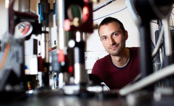 Jacob Sherson, professore associato presso l'Università di Aarhus, in Danimarca, a capo del gruppo di ricercatori di CODER. Crediti: Lars Kruse