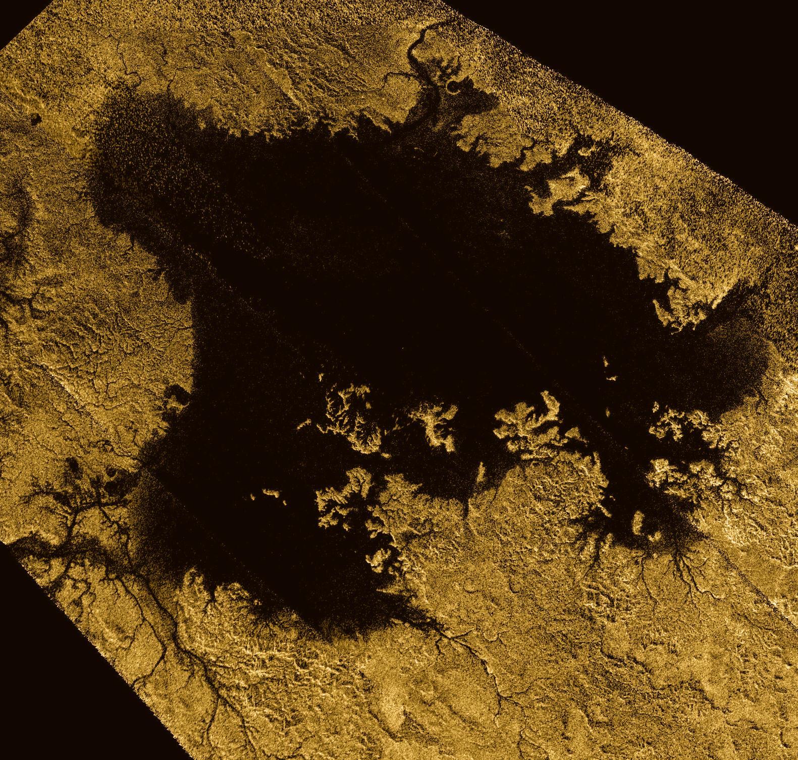 Ligeia Mare è la seconda maggiore distesa di metano liquido sulla superficie di Titano, dopo il Kraken Mare. Crediti: ESA.
