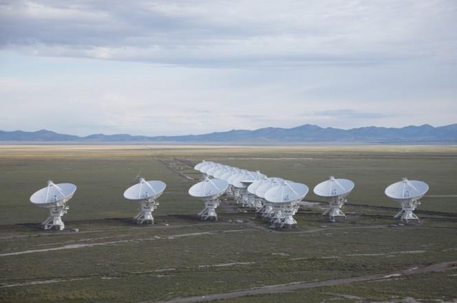 Nell'immagine, la rete di telescopi che compongono il Very Large Array. Crediti: NRAO