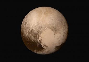 Una delle immagini raccolte da New Horizons durante il flyby di Plutone del 14 luglio 2015 e divenuta ormai iconica per la missione. Crediti: NASA/JHUAPL/SwRI