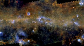 Una panoramica della Via Lattea osservata nell'infrarosso da Herschel. Crediti: ESA/Herschel/PACS, SPIRE/Hi-GAL Project, G. Li Causi INAF-IAPS