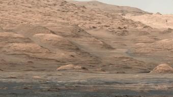 Nell'immagine gli strati più bassi del Monte Sharp, il rilievo sedimentario presente all'interno del cratere Gale di Marte. Crediti: NASA/JPL-Caltech/MSSS