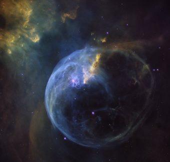 La Nebulosa Bolla, anche chiamata NGC 7653, fotografata dalla Wide Field Camera 3 a bordo del telescopio spaziale Hubble. L'immagine è stata raccolta per la celebrazione del 26° anno in orbita attorno alla Terra. Crediti: NASA/ESA/Hubble Heritage Team