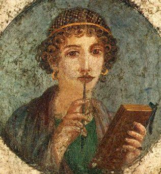 """Tondo diDonna con tavolette cerate e stilo (cosiddetta """"Saffo"""", ritrae in realtà una fanciulla dell'alta società pompeiana). Affresco romano, del 50 circa. Crediti: Wikimedia Commons"""