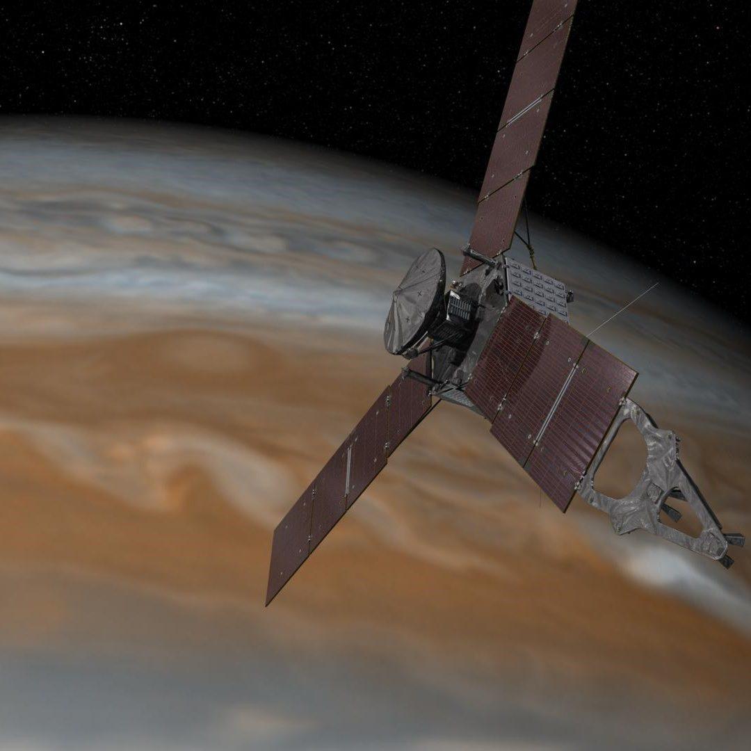Juno infila l'orbita gioviana nel rendering disegnato da un artista. Crediti: NASA / JPL-Caltech.