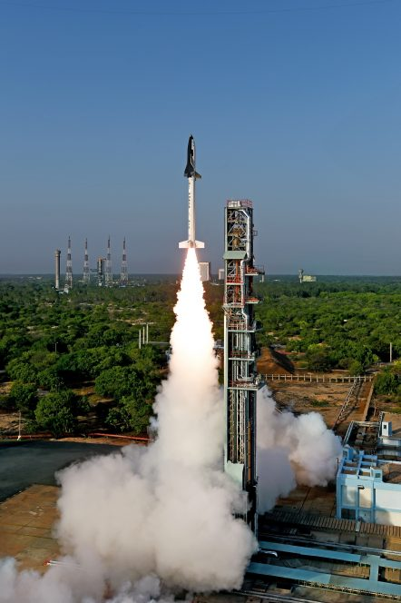 Il decollo del Reusable Launch Vehicle (RLV-TD) dell'ISRO