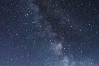 La scia di una meteora appartenente allo sciame delle Eta aquaridi. Crediti: Noriaki Tanaka