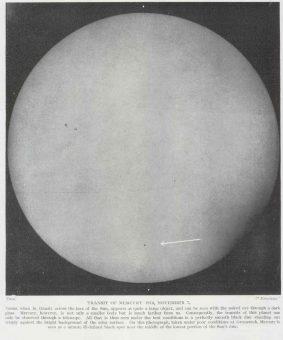 Fotografia del transito di Mercurio del 7 novembre 1914, lo stesso visto da Giacomo Balla, presa all'Osservatorio di Greenwich. Come si può vedere, Mercurio è molto piccolo e difficile a vedere anche con un piccolo telescopio come quello a disposizione dell'artista.