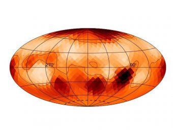 Zeta Andromeda ha una grande macchia solare al polo nord. Il polo sud non è visibile, ma si possono osservare macchie solari a latitudini vicino ai poli. Macchie che appaiono e scompaiono con una distribuzione asimmetrica sulla superficie della stella. Crediti: Roettenbacher et al.