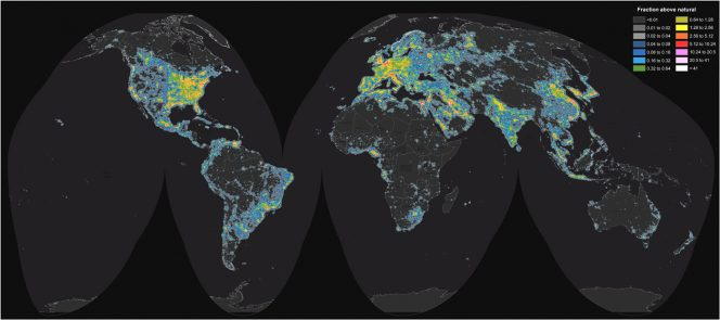 Mappa mondiale della brillanza artificiale del cielo notturno. Fonte: Science Advances