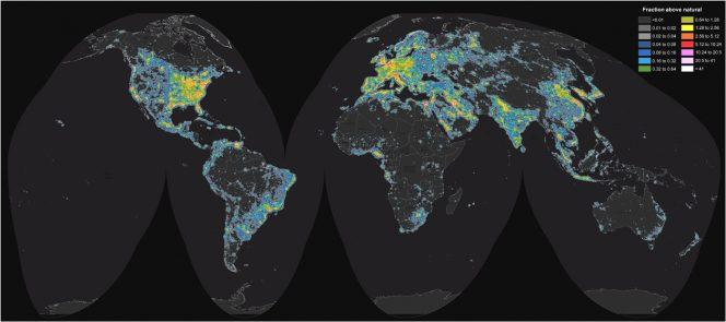 Mappa mondiale della brillanza artificiale del cielo notturno. Fonte: Science Advances