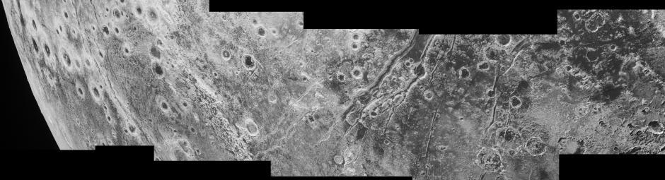 Dettagli della superficie di Plutone fotografati da New Horizons. Crediti: NASA/JHUAPL/SwRI